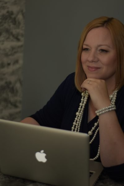 Sarah Scott founder of Elite Media Stategies working at her desk.